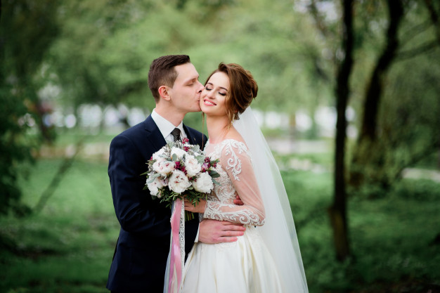 tender-wedding-couple-poses-green-park_8353-4042